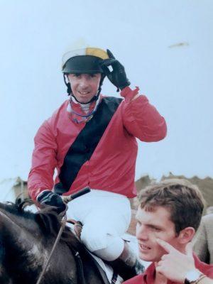 web article Phil-Harris jockey M